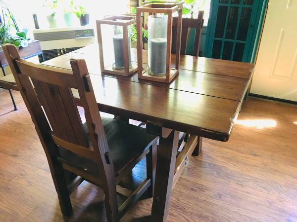 Photo Pier 1 Imports Brazilian OOAK dining table  chairs - $300 (Mount Shasta)