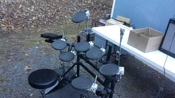 Photo Roland TD 7 electric drum kit - $250 (SW Medford)