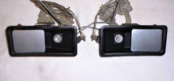 Photo Triumph TR7 and TR8 exterior door latch set with the correct key - $75 (Portland)