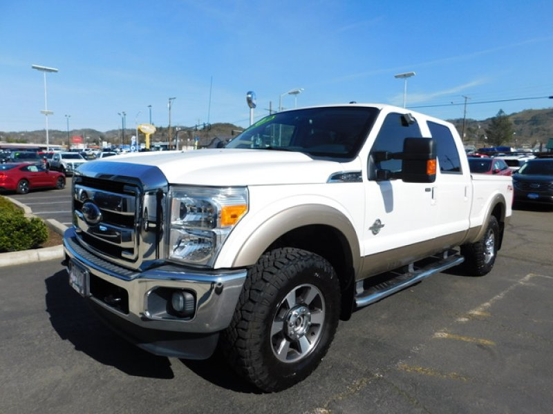 Photo Used 2013 Ford F250 4x4 Crew Cab Lariat for sale