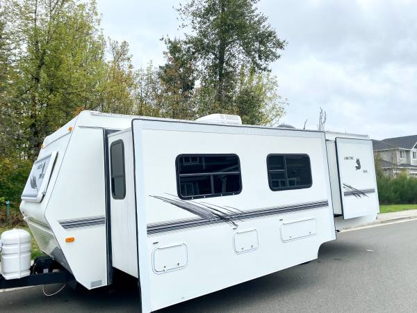 Photo 2001 Arctic fox 28ft with two slide outs - $10,900 (Spanaway)