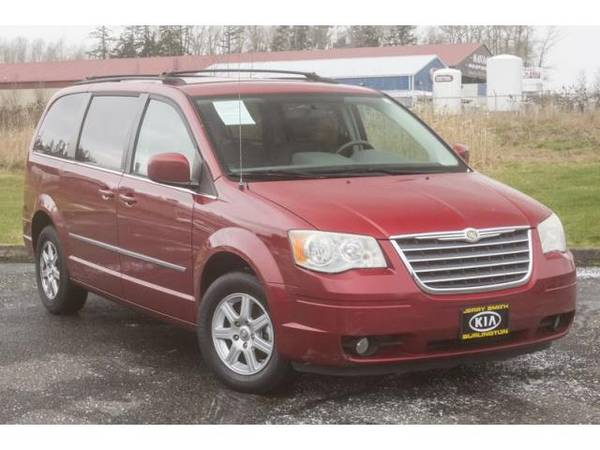Photo 2010 Chrysler Town and Country mini-van Touring - Inferno Red Crystal Pearl (Chrysler_ Town_ and_ Country_ mini-van_)