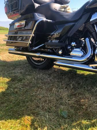 Photo 2010 Harley Electra Glide Ultra Classic - $8,500 (Burlington)