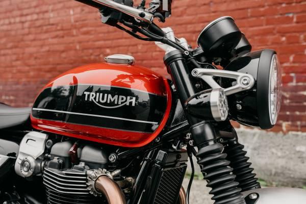 Photo 2020 Triumph Speed Twin 1200 Korosi Red - $12,700 (TRIUMPH OF SEATTLE)