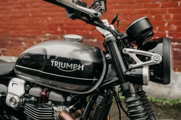 Photo 2020 Triumph Speed Twin 1200 Silver Ice - $12,700 (TRIUMPH OF SEATTLE)