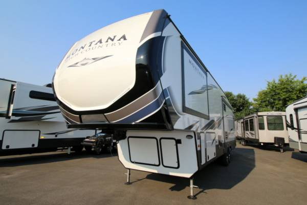 Photo 2021 KEYSTONE MONTANA HIGH COUNTRY 330RL Fifth-Wheel 5th Wheel - $67,995 (Cing World of Burlington)