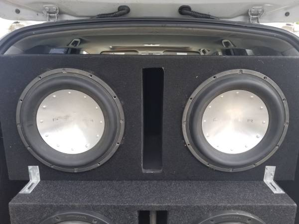 Photo 2 12quot Rockford Fosgate T1s in a ported enclosure - $500 (Arlington smokey pt)