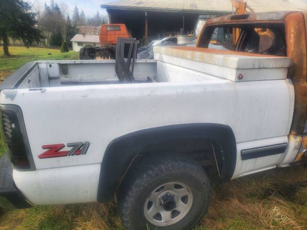 Photo 3999 - 3906 Short Box Bed Chevy Silverado $500 OBO - $500 (Silvana)