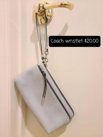 Photo Coach and Fossil purses - $204,060 (Anacortes)