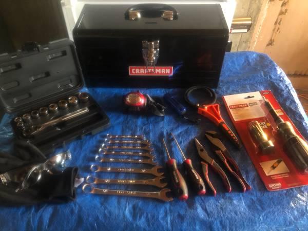 Photo Craftsman Metal Tool Box w Tools - $90 (Oak Harbror)