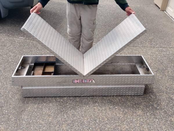 Photo Delta Aluminum Locking Truck Bed Tool Box, with Keys - $148 (Anacortes)