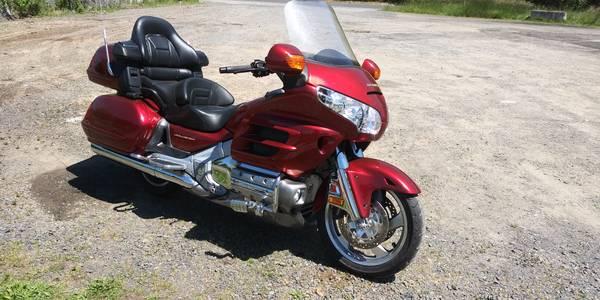 Photo Honda goldwing low miles - $8,000 (Southwest Washington)