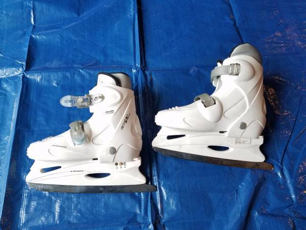 Photo Ice skates - $15 (LaConner)