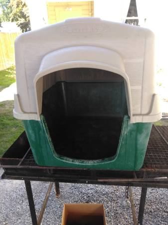 Photo Large petmate dog house - $50 (Sedro Woolley)