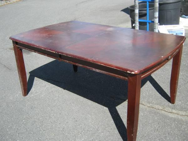 Photo MULTIPLE DINING TABLES (OAK HARBOR)