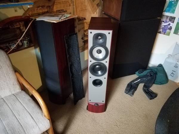 Photo Pair paradigm Tower speakers - $200