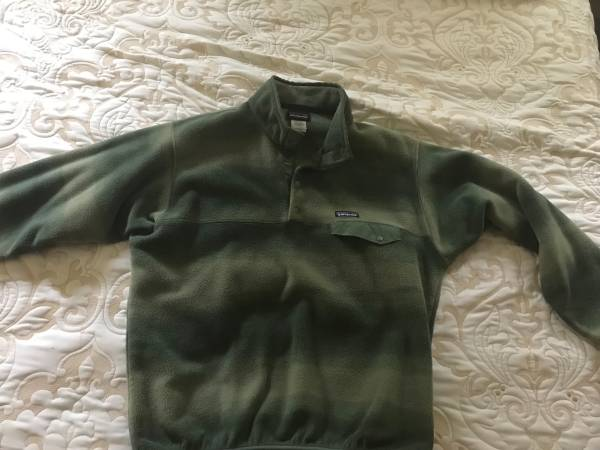 Photo Patagonia large mens fleece - $35 (Oak Harbor)