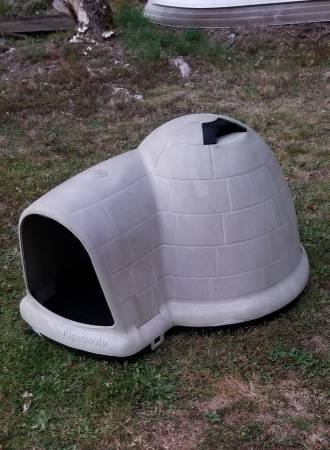 Photo Petmate Brand XL Dog House (Sedro Woolley)