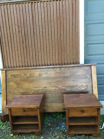 Photo Pottery Barn Bedroom Set King Bed with matching Nightstands - $550 (Anacortes)