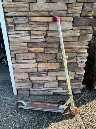 Photo Razor Scooter - $15 (Burlington)