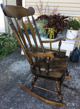 Photo Rocking Chair - Nichols and Stone - $65 (Mount Vernon)