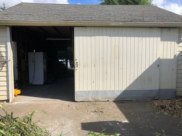 Photo Sliding Barn Door  Garage Door - $250 (Mount Vernon)
