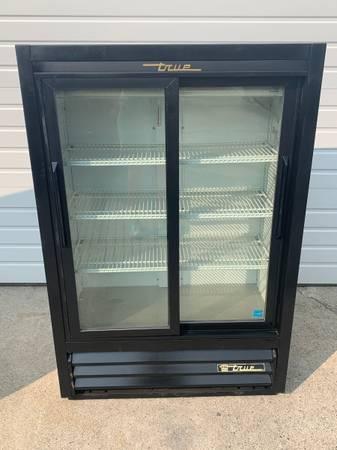Photo True Double Sliding Glass Door Beverage Refrigerators - $850 (Bellingham)