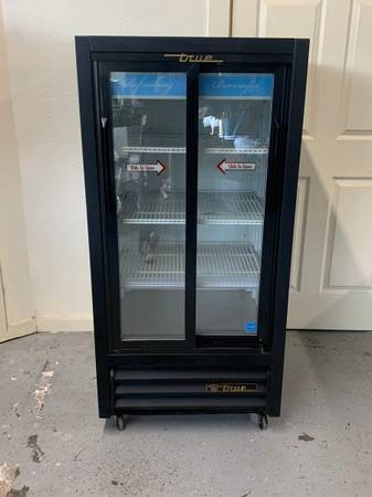 Photo True Medium Sized Double Sliding Door Refrigerator - $700 (Bellingham)