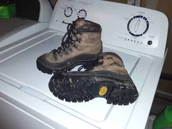 Photo Work boots danner. Womens size 6 12 - $25 (Mount Vernon)