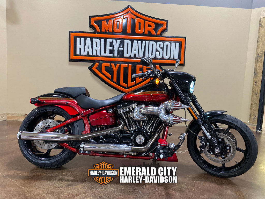 Photo 2017 Harley-Davidsonxc2xae FXSE - CVO Pro Street Breakoutxc2xae