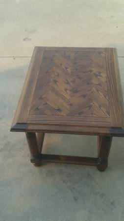 Photo 1 small wood end table like new table top condition - $30 (san luis obispo)