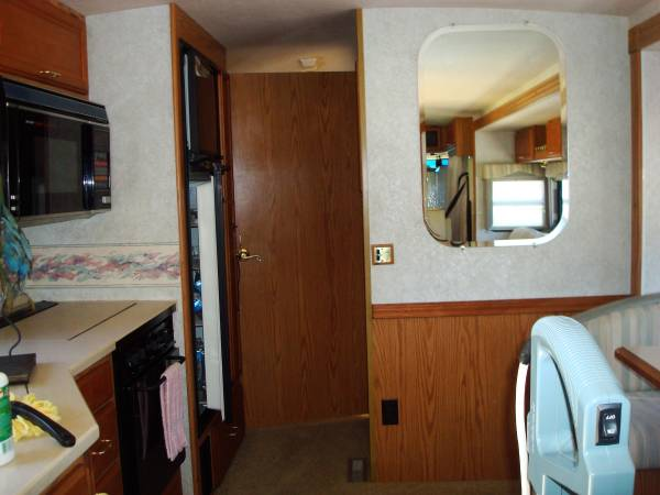 Photo 2000 Winnebago Adventure - $29,500 (Paso Robles)