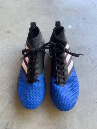 Photo Adidas Girls Soccer Cleats - $10 (San Luis Obispo)