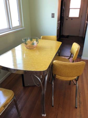 Photo Beautiful 50s Formica table and chairs - $399 (San Luis Obispo)