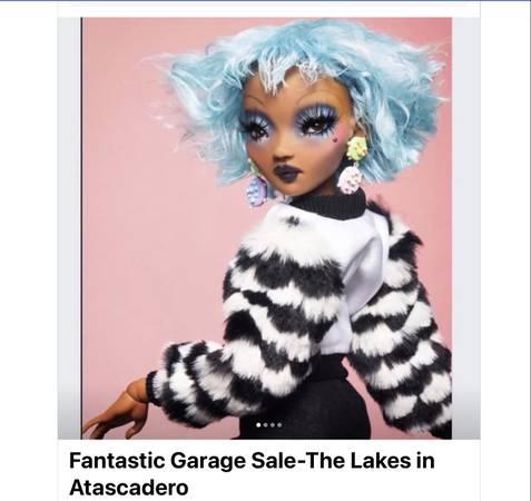 Photo Fantastic Garage Sale (The Lakes in Atascadero)