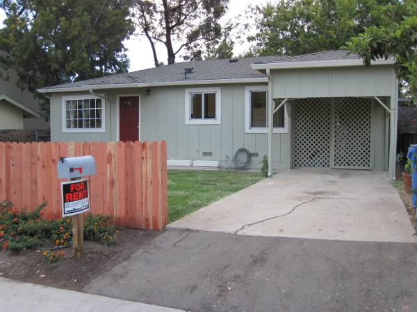 Photo Large room with 12 bath across from Meadow Park (San Luis Obispo)