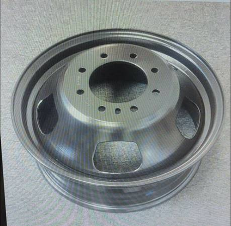 Photo Looking For Dodge Dually rims, 17 in, 8 lug 6.5 (Atas)