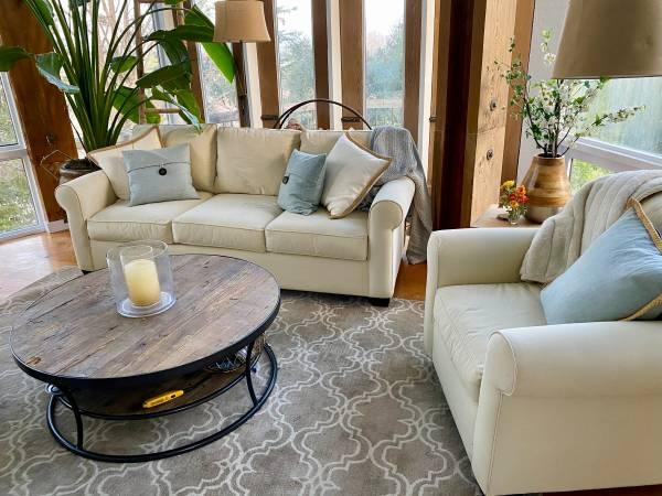 Photo Pottery Barn Wood Coffee Table - $350 (San Luis Obispo)
