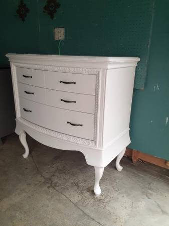 Photo Refurbished White Solid Oak Dresser - $345 (Nipomo)
