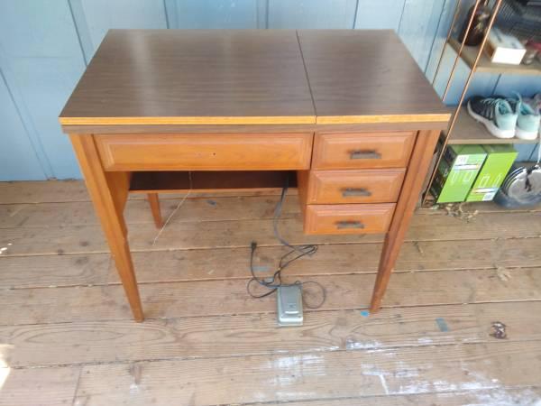 Photo Sears kenmore sewing machine - $75 (Santa Margarita)