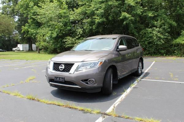 Photo 2014 Nissan Pathfinder S Sport Utility 4D WARRANTY FINANCI - $12,994 ((240) 518-8709 Nissan Pathfinder)