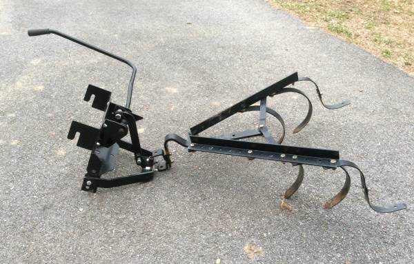 Photo Craftsman Sleeve Hitch  Cultivator - $250 (Huntingtown)