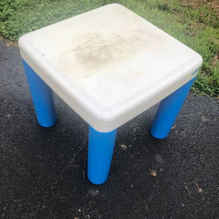 Photo Little Tikes Childrens Table