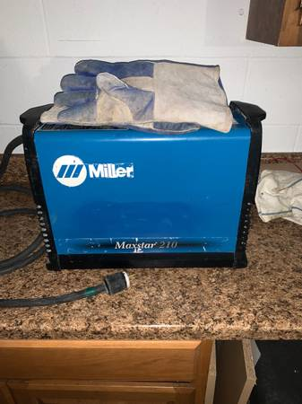 Photo Miller Welding Machine - $1,150 (Hollywood)