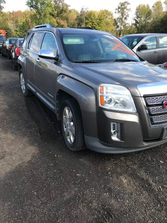 Photo PARTING OUT 2010 GMC TERRAIN (Charlotte Hall)