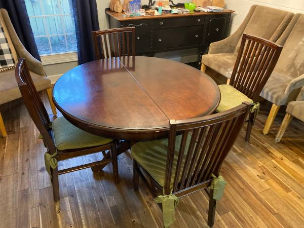 Photo Pier 1 dining table - $300