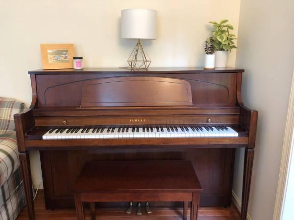 Photo Yamaha Piano- 85 off retail price - $1,184 (Hollywood, Maryland)