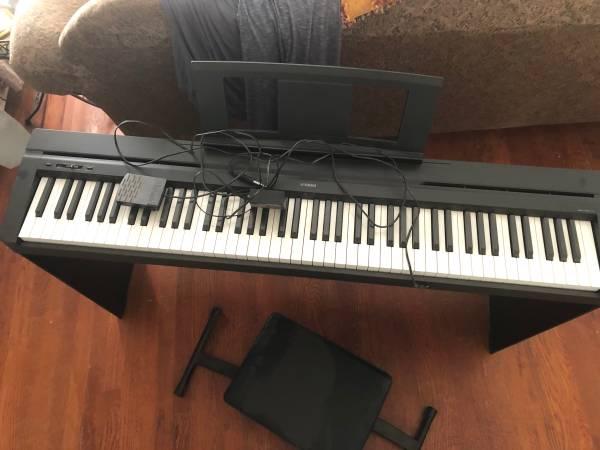Photo Yamaha keyboard - $350 (Huntingtown)