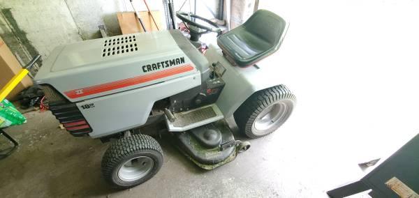 Photo 1992 Craftsman GT6000 Yard Tractor Mower Garden 18HP IC - $500 (Middlebury)