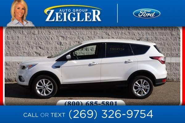 Photo 2017 Ford Escape SE - $22,500 (_Ford_ _Escape_ _SUV_)
